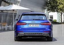 Die Heckklappe und die Laderaumabdeckung öffnen sich elektrisch. In Verbindung mit dem Komfortschlüssel liefert Audi eine Sensorsteuerung für die Klappe, die nach dem mittlerweil bekannten Tritt unter das Heck öffnet oder schließt. Foto: Auto-Medienportal.Net/Audi