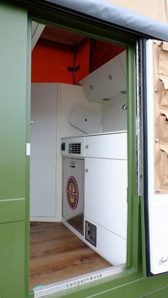 Sogar eine Nasszelle mit Toilette konnte im Fahrzeug untergebracht werden. Foto: Auto-Medienportal.Net/Langer&Bock
