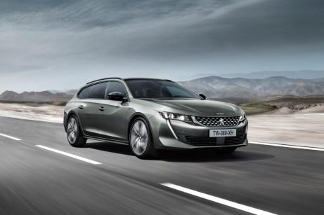 Der Peugeot 508 SW Hybrid kommt trotz zusätzlicher Antriebstechnik auf ein Kofferraumvolumen von 530 Litern. © Peugeot