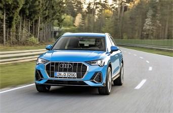 Neu ist der neue achteckige Kühlergrill. Er unterstreicht zusammen mit den großen Lufteinlässen vorne links und rechts sowie den schmalen Scheinwerfern mit serienmäßiger LED-Technik den sportlichen Eindruck. Foto: Auto-Medienportal.Net/Audi