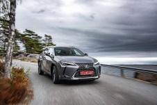 Formal knüpft der UX zwar an die Design-Gepflogenheiten von Lexus an, ein großer Wabengrill sowie auffällige Scheinwerfer und Rückleuchten drücken ihm den eindeutigen Stempel der japanischen Edel-Marke auf. Foto: Auto-Medienportal.Net/Lexus