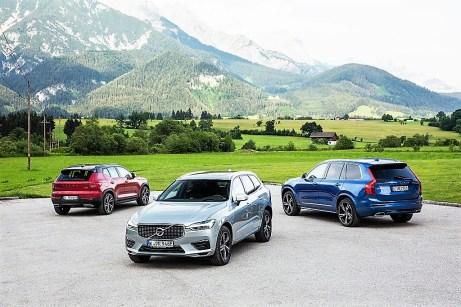 Aber auch das Motorenangebot des Bestseller-SUV XC60 (vorne) wurde ausgebaut und neu geordnet. Foto: Auto-Medienportal.Net/Volvo