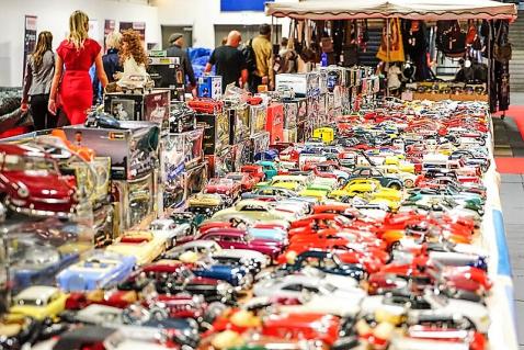 Modellautos und Automobilia aller Art gab es in großer Zahl.