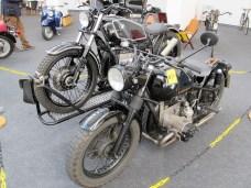 Solo-Motorrad-Transport einmal anders – auf dem Seitenwagen-Gespann.