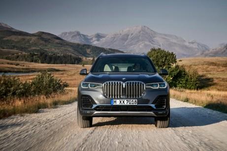 Auffällig ist auch die extrem präsente Frontpartie mit einer besonders großen BMW-Niere. © BMW
