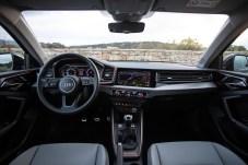 Das Cockpit zeigt viel Digital-Technik, aber – im Gegensatz zum A6 – auch noch einige mechanische Tasten. © Audi