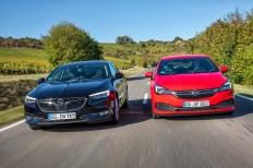 Zwei etablierte Modelle, die jetzt mit neuen Aggregaten vorfahren: der Opel Insignia (li.) und der Astra. © Opel