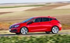 Der Opel Astra fährt mit einem neuen 1,6-Liter-Biturbo-Diesel vor. © Opel