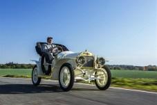 Skoda hat das einzige erhaltene Exemplar des Sportwagens Laurin & Klement BSC in den vergangenen zwei Jahren aufwändig restauriert. Im Jahr des 110. Geburtstages rollt das seltene Fahrzeug nun in das Markenmuseum am Stammsitz in Mladá Boleslav. Foto: Auto-Medienportal.Net/Skoda