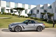 Das Textilverdeck wird elektrisch betrieben und kann auf Knopfdruck auch während der Fahrt bei Geschwindigkeiten von bis zu 50 km/h in jeweils 10 Sekunden geöffnet und geschlossen werden. Foto: BMW