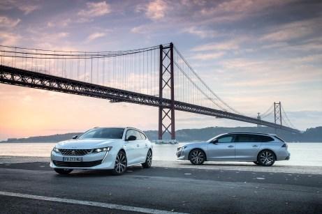 Kantigere Formen bestimmen das Erscheinungsbild des Peugeot 508 SW und die Scheinwerfer haben sich zu schmaleren Schlitzen verengt. Foto: Peugeot