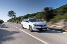 Und wie fährt sich der 508 Kombi? Sein Fahrwerk ist in seiner Normalkonfiguration betont komfortabel abgestimmt. Foto: Peugeot