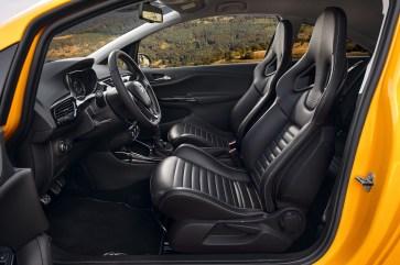 """Wer rund 2.000 Euro übrig hat, sollte das Geld in die Recaro Sportsitze investieren. Dann """"passt"""" der Corsa GSi wie ein Maßanzug. © Opel"""