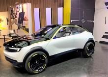 """Die Konzeptstudie trägt den Namen GT-X Experimental – und macht damit deutlich, dass sie sowohl Gene des legendären Opel GT (""""Nur Fliegen ist schöner"""") in sich trägt, als auch die der modernen SUV-Reihe mit dem Kürzel X. © Klaus H. Frank"""