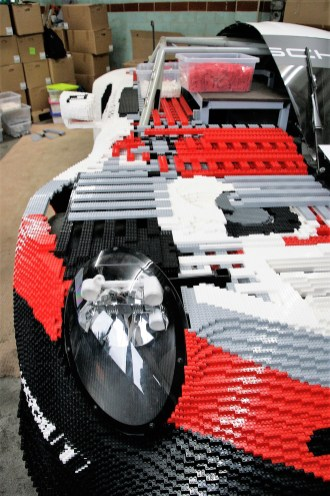 """Es wird """"nur"""" ein halbes Auto gebaut. Die andere Hälfte, der Länge nach geteilt, befindet sich weitgehend im Originalzustand – genau so, wie er seinen letzten Motorsport-Einsatz fuhr. Foto: Auto-Medienportal.Net/Axel F. Busse"""