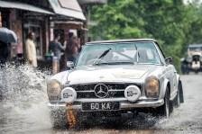 """""""Rally the Globe""""-Gründungsmitglieder Keith und Nora Ashworth mit ihrem 1965er Mercedes Benz 230 SL von 1965. Foto: Auto-Medienportal.Net/Rally the Globe"""