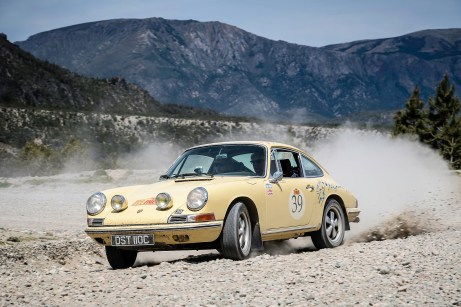 """""""Rally the Globe""""-Gründungsmitglieder Gavin und Diana Henderson mit ihrem 1965er Porsche 911. Foto: Auto-Medienportal.Net/Rally the Globe"""