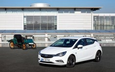 """Zum serienmäßigen Ausstattungsumfang der oberhalb der """"Edition""""-Varianten angesiedelten Sondermodelle (hier der Astra) zählen beispielsweise Assistenzsysteme wie Parkpilot oder Geschwindigkeitsregler. Foto: Opel"""