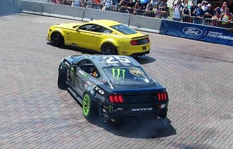 """Mustang-Varianten demonstrierten """"Ford Performance"""" im Wortsinne."""