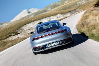 """Als Weltneuheit verfügt der neue 911 über den """"Wet Mode"""", ein System zur Erkennung von Fahrbahnnässe und zur Unterstützung des Fahrers auf schlüpfrigem Untergrund. © Porsche"""