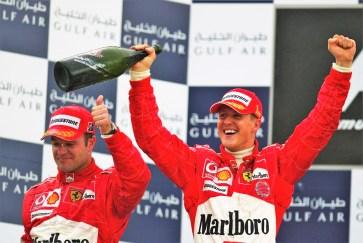 Ein Triumph von vielen: Michael Schumacher gewann 2001 den Großen Preis von Monaco. Teamkollege Rubens Barrichello (l.) wurde Zweiter. Foto: Auto-Medienportal.Net/Sotheby's