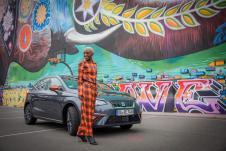 """Seat präsentiert Nikeata Thompson, die bei """"Masters of Dance"""" als eine der vier Master auftritt, als neue Markenbotschafterin. Hier Nikeata Thompson und der SEAT Ibiza Beats. Foto: Seat"""