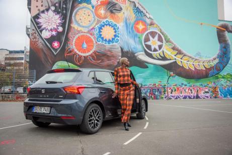 Nikeata Thompson und der SEAT Ibiza Beats. Foto: Seat