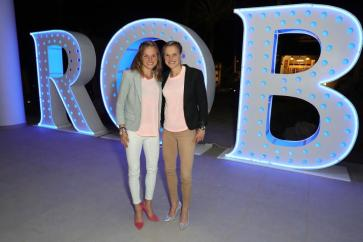Die beiden Leichtathletinnen Lisa Hahner and Anna Hahner bei der Eröffnungsparty. Photo by Andreas Rentz/Getty Images for Robinson Club