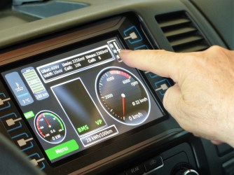 Die Touchscreen-Steuerung im Iridium P69 E-Reisemobil. Foto: Auto-Medienportal.Net/WOF Iridium