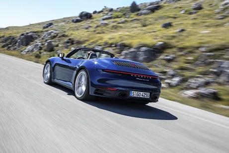 Das 911 Cabriolet tritt breiter, selbstbewusster und insgesamt muskulöser auf als der Vorgänger. Foto: Auto-Medienportal.Net/Porsche