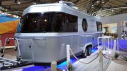 Bei Eriba feiert der Touring 820 Premiere, ein Luxus-Wohnwagen, der eher wie eine Studie denn als serienreifes Caravan-Modell anmutet. Foto: Auto-Medienportal.Net/Michael Kirchberger