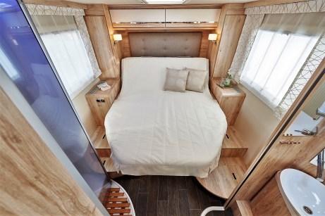 Ein weiteres neues Komfortelement in der Baureihe ist die optional erhältliche elektrische Betätigung für das Hubbett. Foto: Auto-Medienportal.Net/Euro Mobil