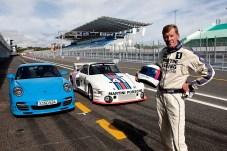 Walter Röhrl mit einem Porsche 997 Turbo und einem Porsche 935 in Estoril. Foto: Auto-Medienportal.Net/Porsche