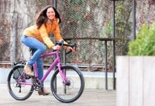 Mit breiten Reifen, Scheibenbremsen und angenehmer Sitzposition wird das Rennrad zum alltagstauglichen Reise- und Tourenrad. Gravel-Bikes werden zunehmend auch im Alltag eingesetzt. Foto: Auto-Medienportal.Net/Pressedienst Fahrrad