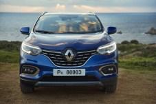 Der neue Kadjar trägt den Renault-Rhombus stolz auf dem optisch aufgefrischten Kühler. © Renault