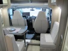Einen fünften Quer-Sitzplatz gibt es (im Stand) im V65 GF