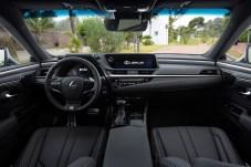 Bedienkonzept: Im Cockpit sind noch zahlreiche Schalter vorhanden. © Lexus