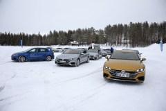 80 Zentimeter pures Eis trennen die Volkswagen Arteon vom kalten Wasser des Arvidsjaursjön Foto: Auto-Medienportal.Net/Volkswagen