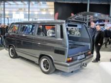 Der Porsche-Motor ragt in Kofferraum des sonst unauffälligen B32.