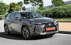 Der UX 250h ist optisch ein echter Lexus. Das expressive Design ist zu einem Markenzeichen des Unternehmens geworden. Allen voran der so genannte Diabolo-Kühlergrill. Foto: Auto-Medienportal.Net/Lexus