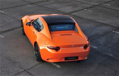 Wählen kann der Kunde zwischen klassischem Softtop und der Targavariante MX-5 RF. Foto: Auto-Medienportal.Net/Mazda