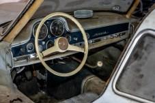 """Das Coupé befindet sich im """"Scheunenfund""""-Zustand, wie Mercedes-Benz es nennt. Eine zweite Version wird komplett restauriert ausgestellt. © Mercedes-Benz"""