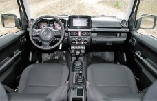 Das Cockpit des Suzuki Jimny. Foto: Auto-Medienportal.Net/Suzuki