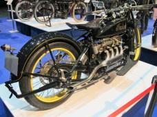 Dunkelblaue 1,3-Liter-Vierzylinder Indian ACE mit 32 PS