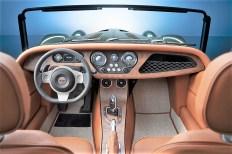 Auch der noch immer sportlich enge Innenraum wurde neu gestaltet und überrascht die Kundschaft mit einem LCD-Bildschirm, der so angeordnet wurde, dass der Fahrer nicht abgelenkt wird. Foto: Auto-Medienportal.Net/Morgan