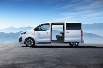 Sensorgesteuerte elektrische Schiebetüreb erleichtern Aus- und Einstieg. Foto: Auto-Medienportal.Net/Opel