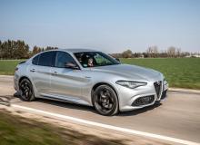 Optisch ist die Giulia die Gleiche geblieben, unter der Haube jedoch gibt's etwas mehr Leistung. © Alfa Romeo