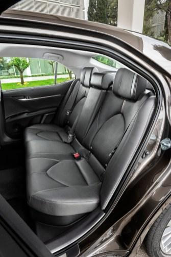 Die großzügige Beinfreiheit im Fond unterstreicht die Eignung im Taxi-Einsatz. © Toyota
