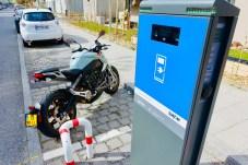 An Schnellladestationen ist der 14,4 kWh-Lithium-Ionen-Akku in nur einer Stunde zu 95 Porzent wieder aufgeladen. © Ralf Schütze