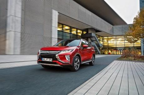 Als WLTP-Verbrauch gibt Mitsubishi 6,9 Liter an, was nach einer kurzen Testfahrt als ein ziemlich realistischer Wert vom Display abzulesen ist. © Mitsubishi